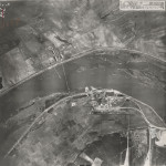 Im Bild unten das Kraftwerk bei Vogelsang, oberhalb des Oderstromes das Oder-Vorwerk (heute Rybojedzko). - Norden im Bild links!