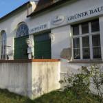 Der Putz bröckelt an der Fassade der ehemaligen Gaststätte.
