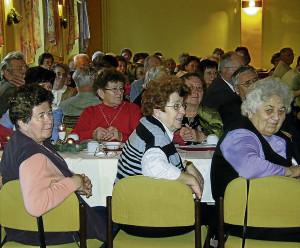 Zahlreich erschienen: Die Senioren und Senior- innen aus Ziltendorf und der Thälmannsiedlung bei der Weihnachtsfeier. Foto: Katrin Werner