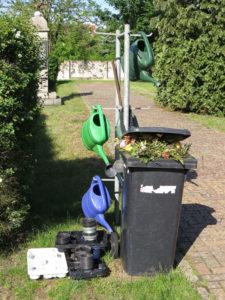 Fehlende Tüllen, Harken und Müll